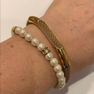 💐5/25 Avon gold tone bracelet also faux pearl